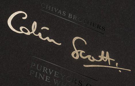 Chữ ký của Colin Scott trên tem rượu Chivas